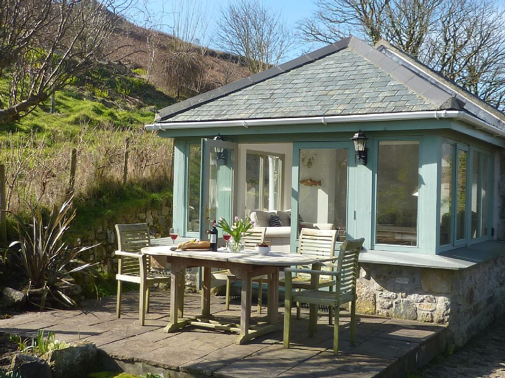 guests is owl the cottages holiday an england in location house for with quiet situated accommodation two cornwall ideal