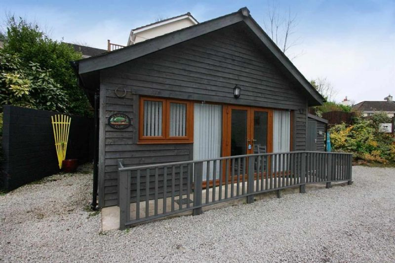Cosy Detached Timber Clad Lodge near Falmouth