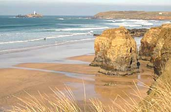 Cottages, hotels, glamping, caravan parks and more accommodation around Cornwall providing fantastic sea views