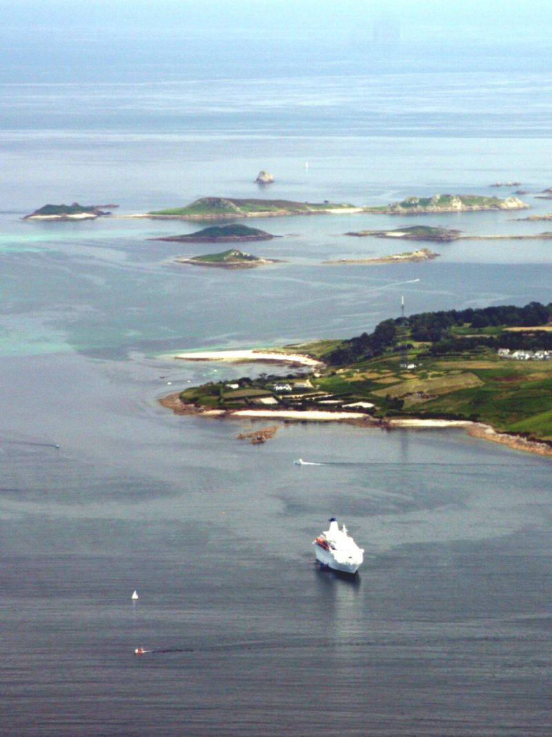 Tiny islands around the Isles of Scilly
