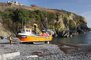 Bringing in the fishing boats at Cadgwith