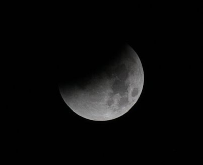 Supermoon - eclipse continues