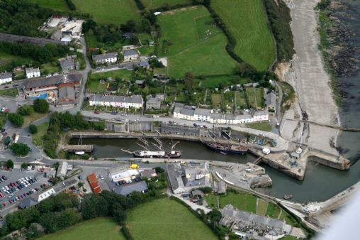 Cornwall Information Accommodation Guide Charlestown Harbour And Beach